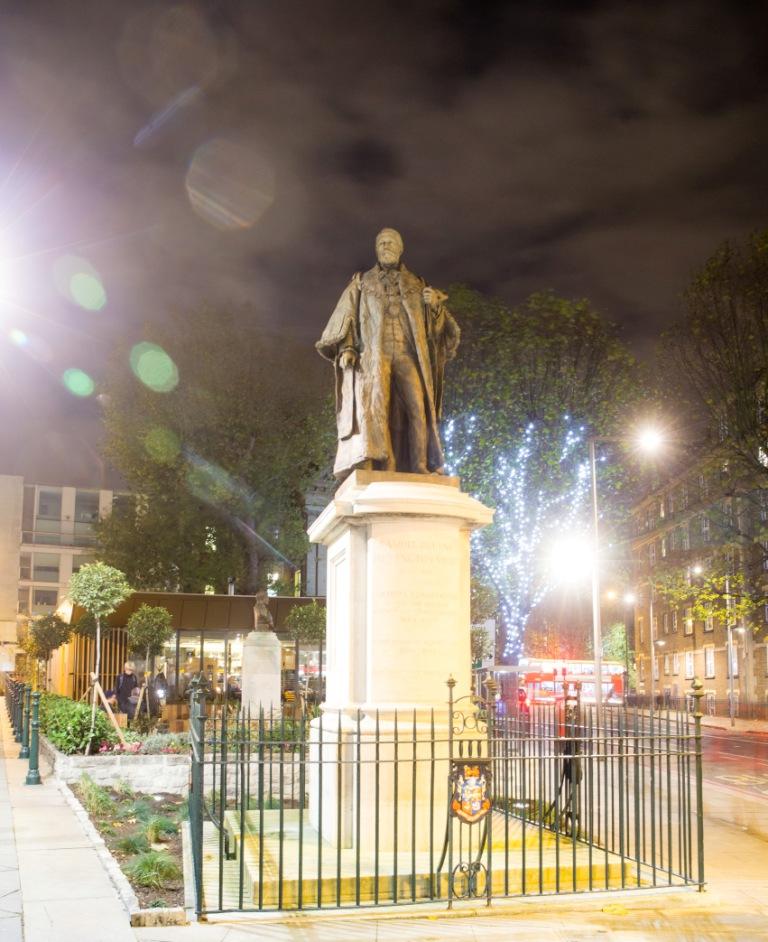 Queen Elizabeth Garden statue compressed